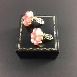 LISNER Jewelry - Vintage LISNER clip on earrings.